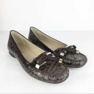 SZ 7 Ellen Tracy Bow Animal Print Loafers